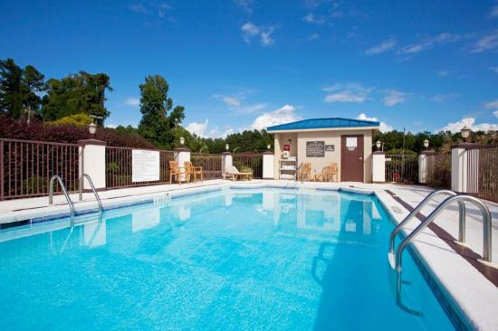 Hoffman Inn & Suites: Piscina