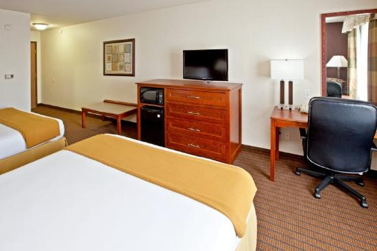 Holiday Inn Express Grandville: 2 Queen Bed Guest Room