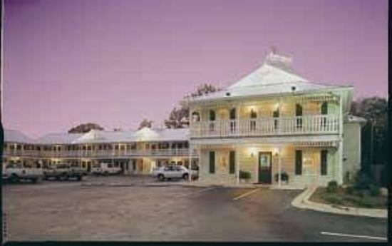 Key West Inn Foley: Exterior