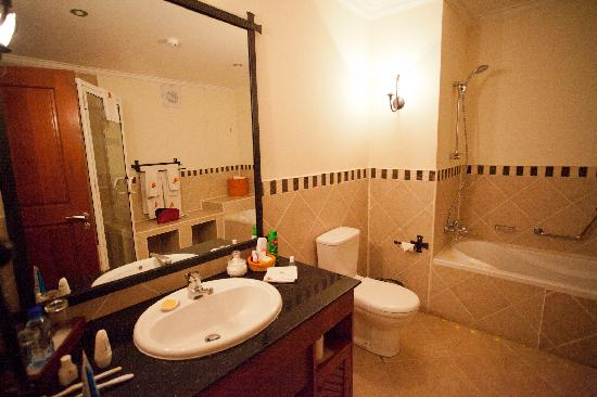 Modern and clean bathroom picture of the african tulip arusha tripadvisor for What do hotels use to clean bathrooms