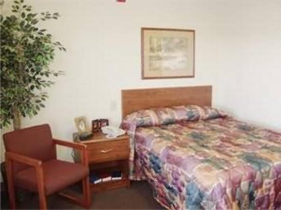 Value Place Norman: Guest Room