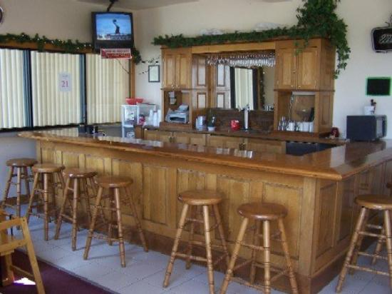 Travelers Inn Convention Ctr: Bar