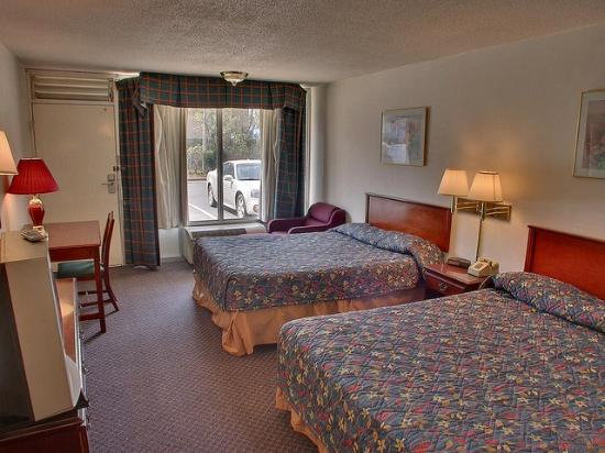 Americas Best Inn &amp; Suites Cartersville: Queen Beds