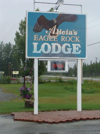 Alicia&#39;s Eagle Rock Lodge: Hotel Sign