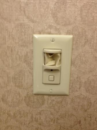 Holiday Inn Express Hotel & Suites Kansas City - Grandview: broken switch in bathroom