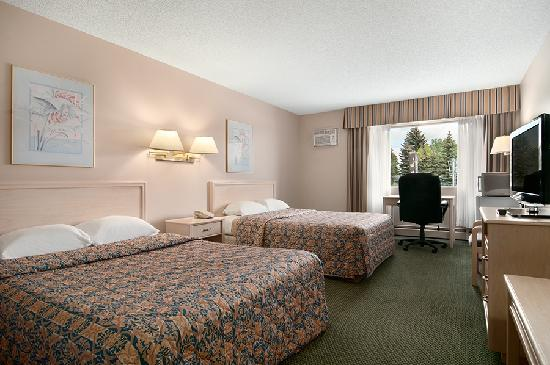 Travelodge Calgary University: Spacious Two Queensize Bedroom