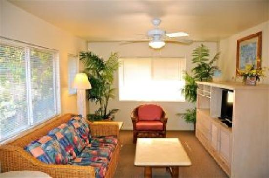 The West Inn Kauai: 1 bdrm suite livingroom