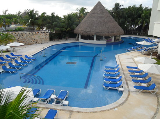 Isla Mujeres Palace: pool view