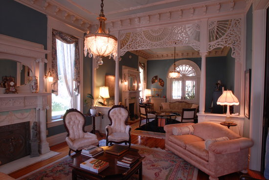 Grace Manor Inn: The Front Parlour