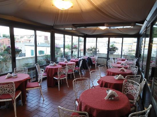 Hotel Madrid: Breakfast at the roof