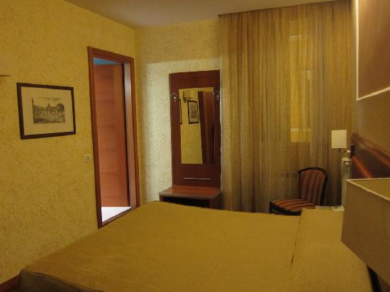Hotel Madrid: Room with double-bed