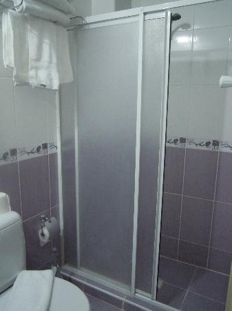 Hotel California Istanbul: The shower!