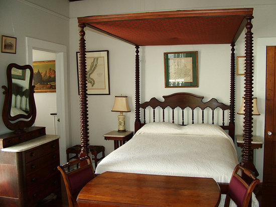 J.N. Stone House Musicale B&B: The front bedroom of the Cottage at Stone House features this antique full-size canopied 'spool'