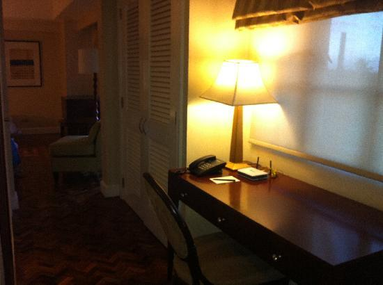‪‪Somerset Olympia Makati‬: study table at second bedroom‬