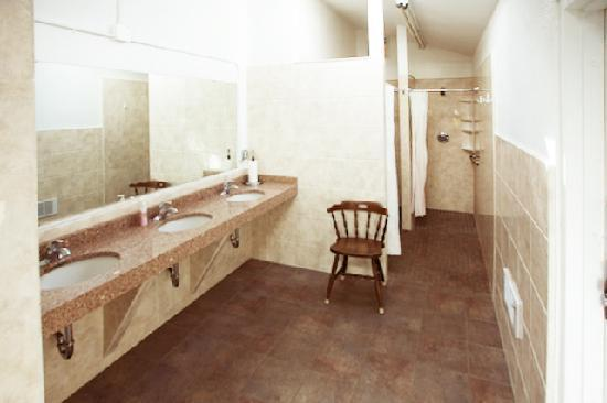 Manor RV Park: Remodeled, clean restrooms/showers