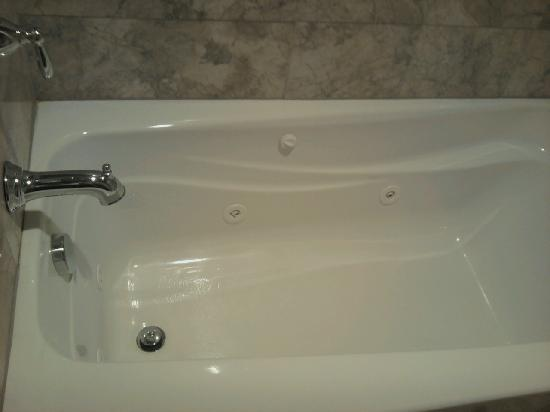 Four Jacks Hotel/Casino: jetted tub