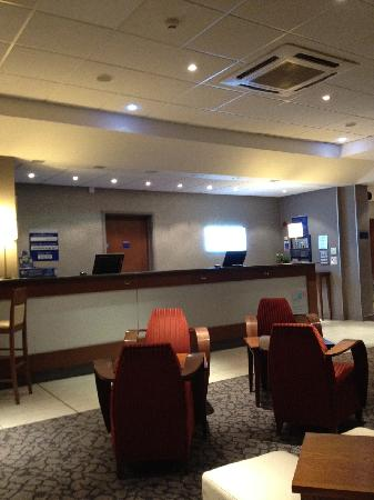Holiday Inn Express Liverpool-John Lennon Airport: Reception