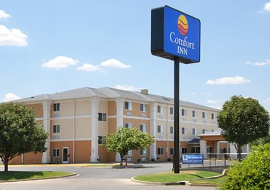Comfort Inn Oklahoma City: Front Entrance