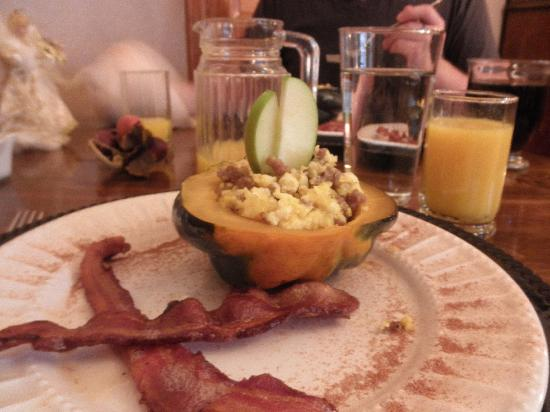 Lennox House Bed and Breakfast: Delicious breakfast.
