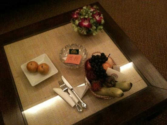 Tarntawan Place Hotel: complimentary fruit each day