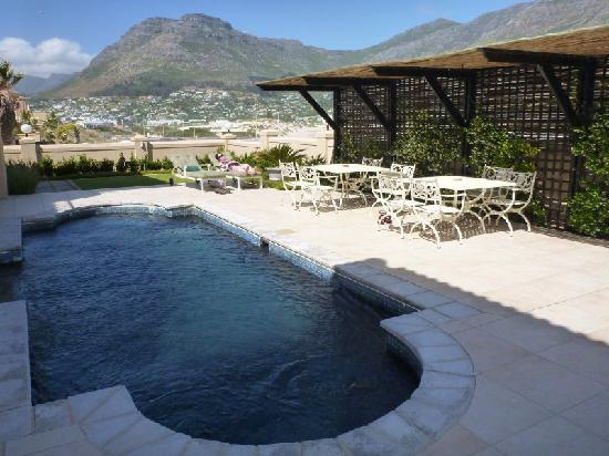 Seacliffe Lodge Pool & Patio
