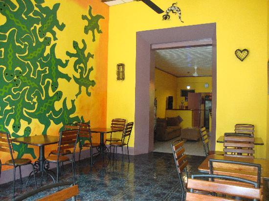 Iguana Hostel and Cafe: area de restaurante