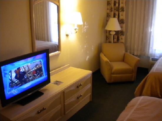 Comfort Suites: Quarto TV 32""
