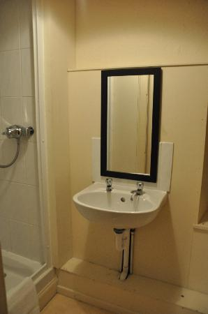 Abbot&#39;s House Hotel: Bathroom - ensuite