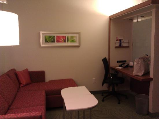 SpringHill Suites Columbus OSU: To the Left of the Door