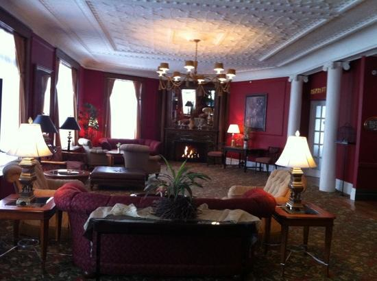 Stafford's Perry Hotel: upstairs sitting room at The Perry