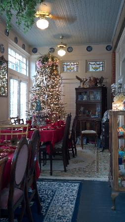 "2439 Fairfield ""A Bed & Breakfast"": the other side of the breakfast area with the Christmas tree :)"