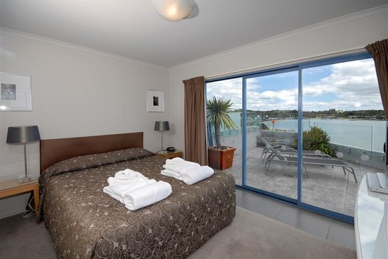 Blue Pacific Apartments Paihia: Sleep with the sounds of the sea lapping on the beach.