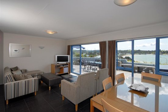 Blue Pacific Apartments Paihia: Flat screen TV's,DVD's and free wifi Internet.