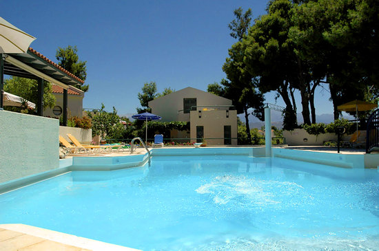 Villa Pefki Apartments: view from the pool