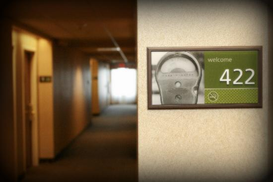 Hampton Inn and Suites Leesburg: Updated Wall Vinyl &amp; Directional Signage