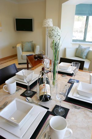 Park Place Apartments: Dining setting