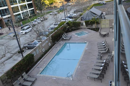 Sheraton Cerritos Hotel at Towne Center: Piscina