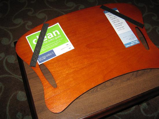 Hampton Inn & Suites by Hilton Barrie: laptop tray