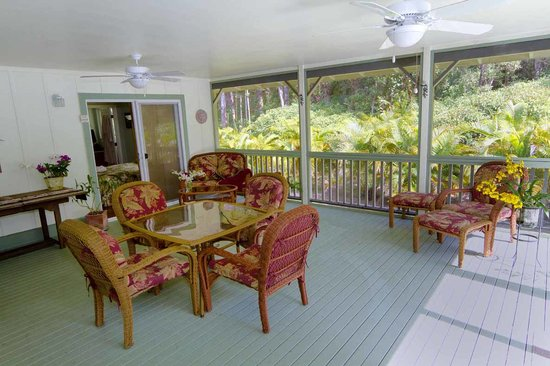 The Ohia House: Enjoy time on your lanai