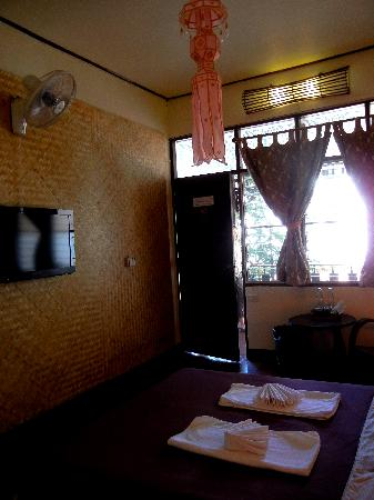 Cool Guesthouse: Our cosy room
