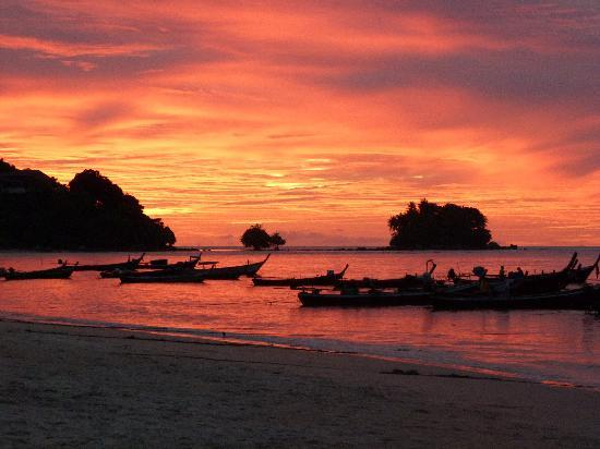 Nai Yang, Thailand: COUCHER DE SOLEIL DEPUIS LE BEACH BAR