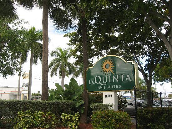 La Quinta Inn & Suites Miami Cutler Ridge: これも外観