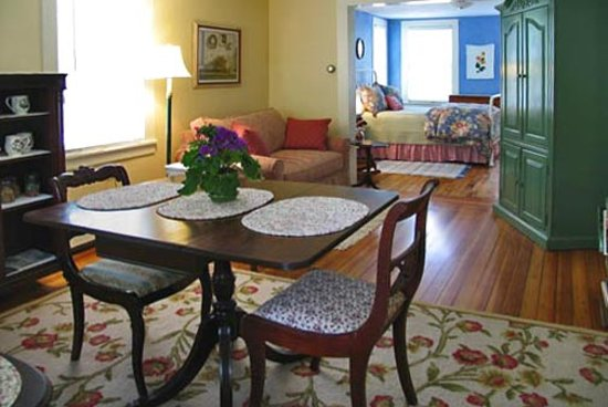 Stone House Farm Bed &amp; Breakfast : the downstairs one bedroom suite 