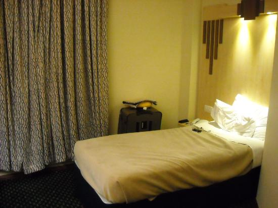 Tavistock Hotel: bed area.  For money - good value
