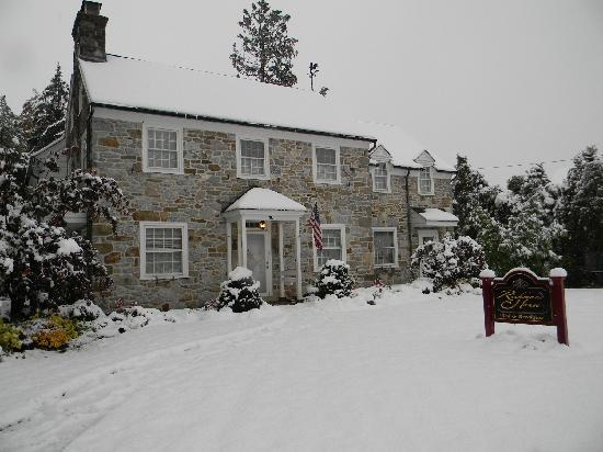Richmond House Bed & Breakfast: Surprise autumn snow storm