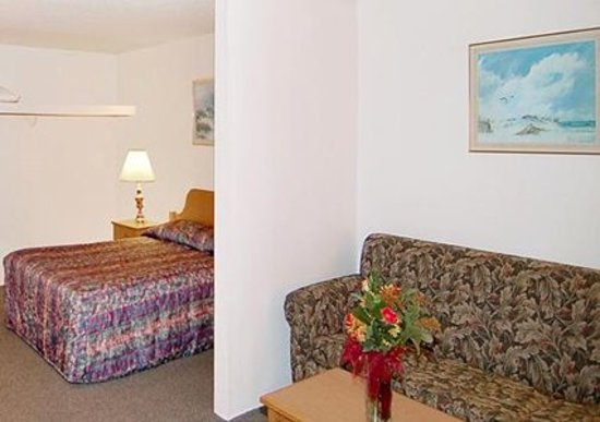 Rodeway Inn &amp; Suites: getlstd_property_photo