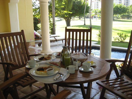 Casa Velas: Breakfast on the patio...
