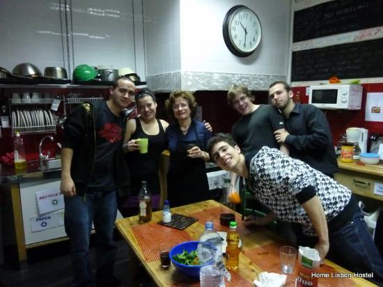 Home Lisbon Hostel: Mamma and guests