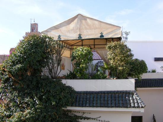 Riad Villa Harmonie: One of the terraces with cover
