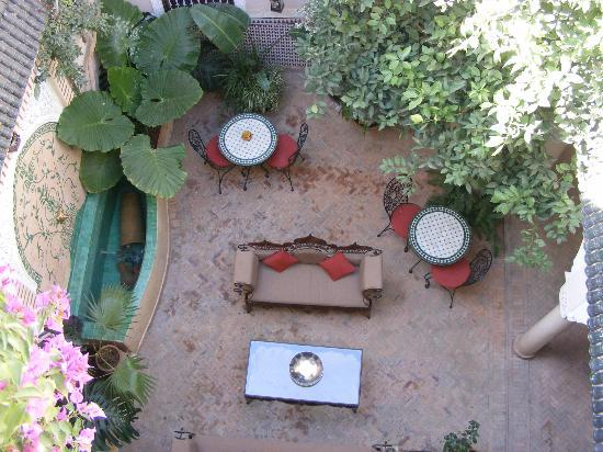 Riad Villa Harmonie: View of the lovely courtyard